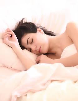 Vrouw in een bed