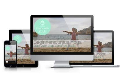 Verschillende beeldschermen met daarop de online cursus Yoga Stap voor Stap